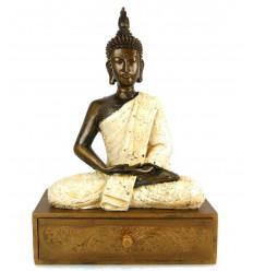 Scrigno / scatola di gioielli con la statua di Buddha. Creazione di artigianato.