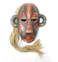 Maschera indonesiano primitiva, tribale, arti Borneo. Etnica la decorazione.