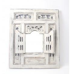 Miroir fenêtre oriental bois blanc avec volets moucharabieh ethnique.