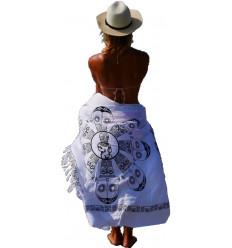 Sarong, abito bianco, o in spiaggia gonna. Acquistare capi di abbigliamento spiaggia di tendenza.