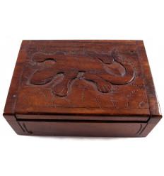 Boîte cadeau en bois, écrin bijoux sculpture margouillat. Artisanal.