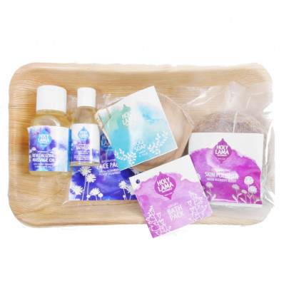 Box of toiletries in travel size. Set Natural and Ayrvédique.