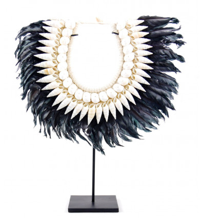 Collar Papuan in black feathers and white shells. Decorating with Bohemian chic