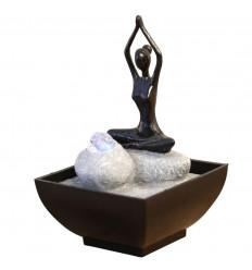 Fontaine d'intérieur Yoga éclairée led multicolore. Décoration Yoga.