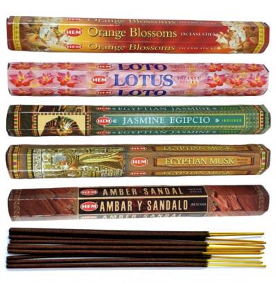 """Assortiment d'encens """"Douceurs d'Orient"""" 5 parfums / 100 bâtons, marque HEM."""