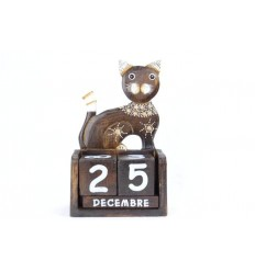 Perpetual calendar Cat sitting in wooden